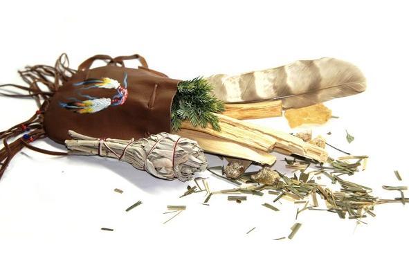 schamanische Medizinbeutel mit indianischen Motiven
